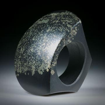 Steinring Pyritschiefer aus Grindelwald, polierter Tafelring