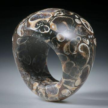 Steinring Turitella Achat, im Verlauf geschliffen und poliert