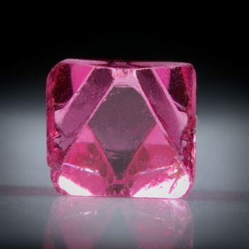 Spinell Kristall 0.72ct. Burma (Myanmar) intensiv Rot, ca.5mm