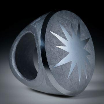 Fingerring aus kristallinem Silizium, Tafelring mit poliertem Stern