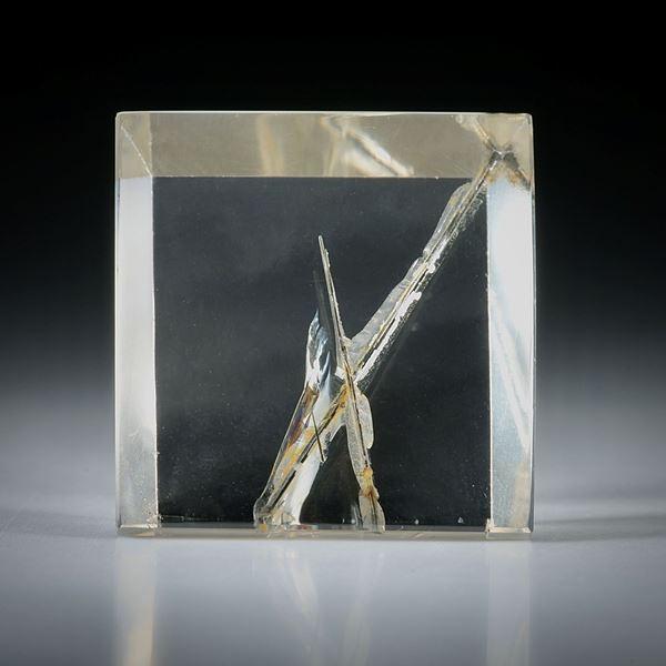 Rutilquarz mit Kreuz, quadratischer Spiegelschliff 48ct.  23x23x9mm