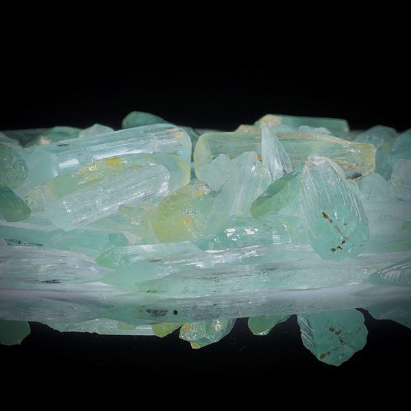 Beryllkristalle 1 Lot 411.47ct.  Kristalle von ca.20 bis 30mm Länge
