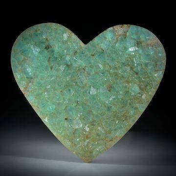 Edelsteinherz Fluorit, natürliche Kristalle auf Muttergestein