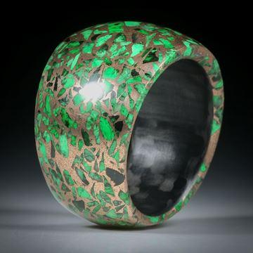 Edelsteinring Maw sit sit, in Bronzematrix, im Verlauf geschliffen