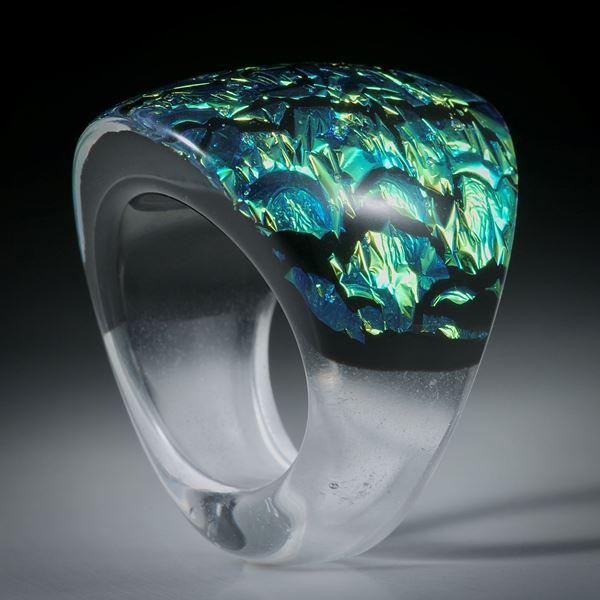 Opalglasring, handgeschliffener Fusingglas Ring, gegen unten schmaler werdend