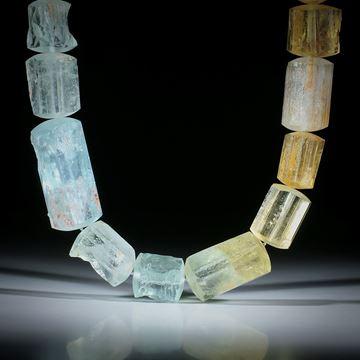 Edelsteincollier Beryll (Aquamarin/Goldberyll), naturbelassene Kristalle mit bombiert geschliffenen Seiten