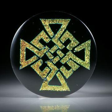 Opalglas Cabochon mit keltischem Knotenmuster, runde Form leicht bombiert ca.32x32x3.5mm