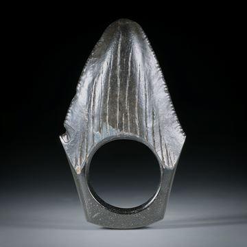 Fingerring aus einem versteinerten Megalodon Zahn, ca.52x31x9mm