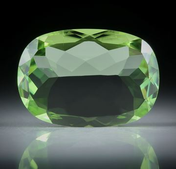 Peridot oval facettiert 8.72ct.  ca.18.3x12.8x4.7mm