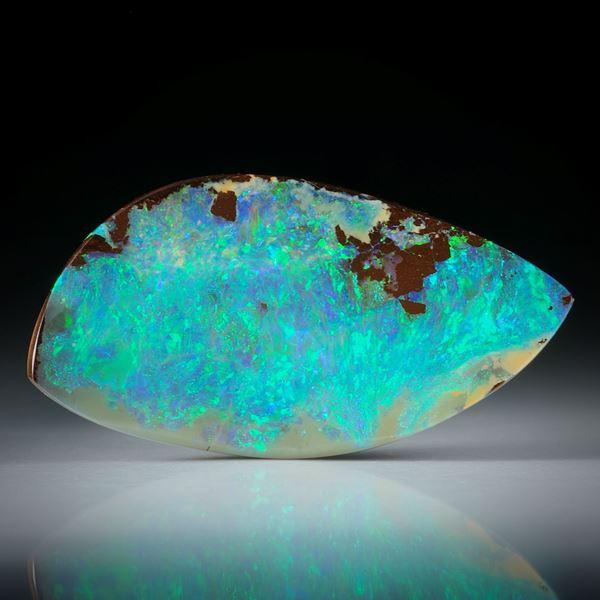 Edelopal, Boulderopal Australien, 21.65ct. Fantasieform beidseitig geschliffen und poliert ca. 36x19x4.5mm