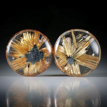 Sternrutil Paar, 20.5ct. runde Cabochon, beidseitig bombiert geschliffen und poliert, je ca.16x16x5mm