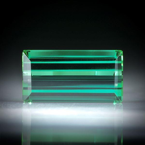 Turmalin Treppenschliff 5.38ct.  13.8x7.3x5.3mm