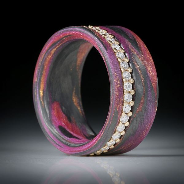 Diamantring, Eternityring mit Karbon und Glasfaser, Gelbgold 18K mit 36 Brillanten à 1.7mm Durchmesser, 0.71ct.
