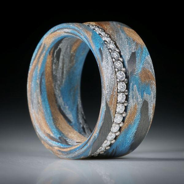 Diamantring, Eternityring mit Karbon und Glasfaser, Weissgold 18K mit 37 Brillanten à 1.7mm Durchmesser, 0.73ct.