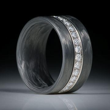 Diamantring, Alliancering mit Karbon, Weissgold 750 mit 30 Brillanten à 2mm Durchmesser, 0.95ct.