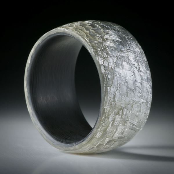 Fingerring Glasfaser mit eingearbeitetem Blattsilber und Karbon-Innenring, Breite 12.7mm, Innendurchmesser 20.2mm