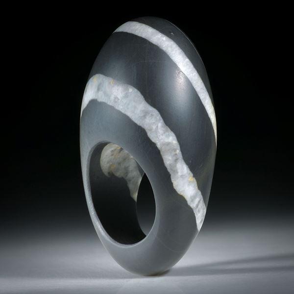 Kieselstein Ring mit Quarzlinien, im Verlauf geschliffen und hoch bombiert, Innendurchmesser 18.1mm