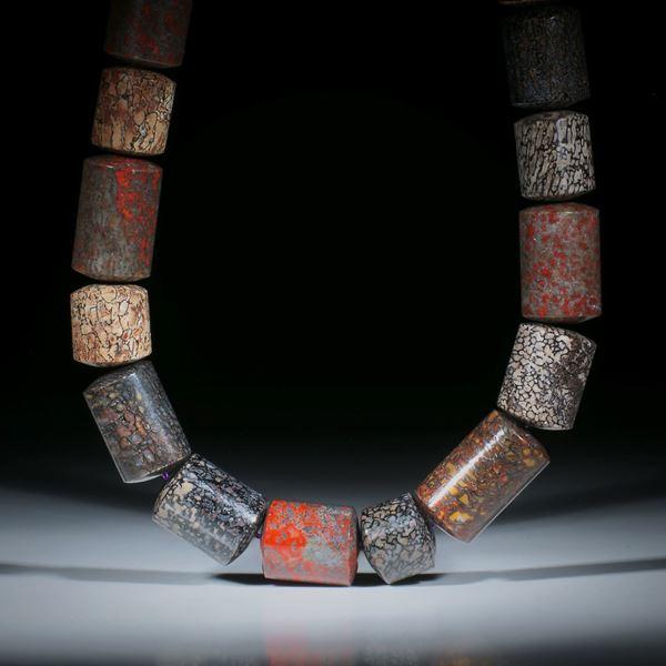 Steincollier Saurierknochen fossil, Zylinderformen mit bombierten Seiten, poliert, Durchmesser ca.16.5mm, Gesamtlänge ca.46cm