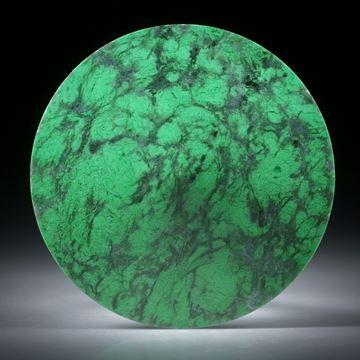 Jade, Maw sit sit, oder Jadealbit - runde Form, konkav zur Spitze geschliffen und poliert ca.43x43x9mm