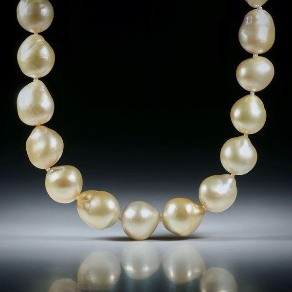 Perlencollier Südsee, Durchmesser 10 - 12mm, Gesamtlänge 50.5cm, geknüpft, mit Goldverschluss