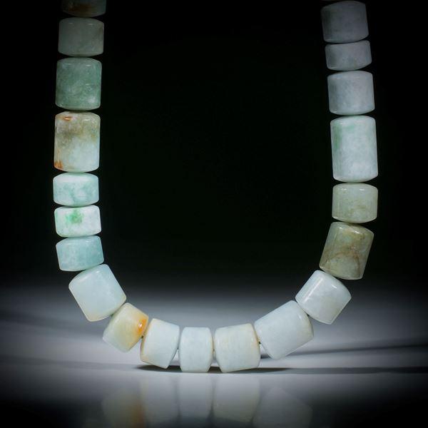 Jadeit, Collier aus polierten Zylinderformen, Durchmesser 14mm, Stirnseiten bombiert, Länge ca. 44cm