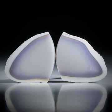 Kascholong Paar mit schöner Violettfärbung, Fantasieformen mit naturbelassener Aussenhaut, leicht bombiert und poliert je ca.35x34x5mm