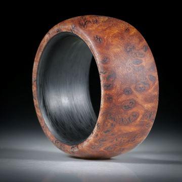 Fingerring aus Bruyereholz mit Karbon Innenring, Breite 12mm, Innendurchmesser 18.1mm