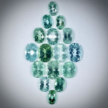 Turmalin oval facettiert, Set aus 16 Steinen, 14.47ct. von ca.6x4mm bis ca.8x6mm