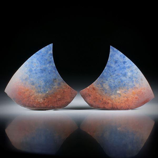 Dumortierit Paar, Fantasieformen mit naturbelassenem Rand, je ca.50x44x5mm