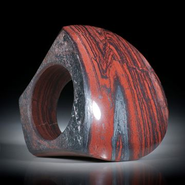 Steinring Blutjaspis mit Hämatitlinien, teilweise naturbelassen, halbrunder Tafelring, Innendurchmesser 19.1mm