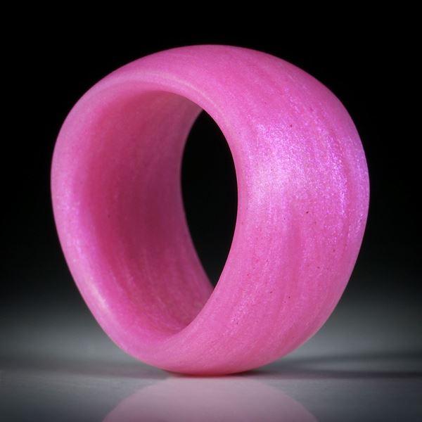 Glasfaser Fingerring, Pink mit Mira Lila, geschwungene Form, aussen bombiert mit gerundeter Innenkante, Innendurchmesser 18.1mm