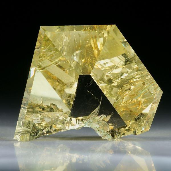 Goldberyll Spiegelschliff, 40.26ct. teilweise naturbelassen ca.30x24x11.5mm