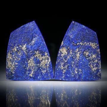 Lapislazuli Paar 65.62ct.  Trapezform mit gebogenen Seiten, Oberfläche gespalten und naturbelassen, je ca.33x25x5mm
