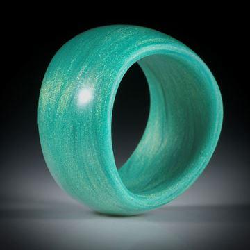 """Glasfaser Fingerring """"gründynamisch"""", geschwungene Form, bombiert mit gerundeter Innenkante, 12mm breit, Innendurchmesser 18.2mm"""