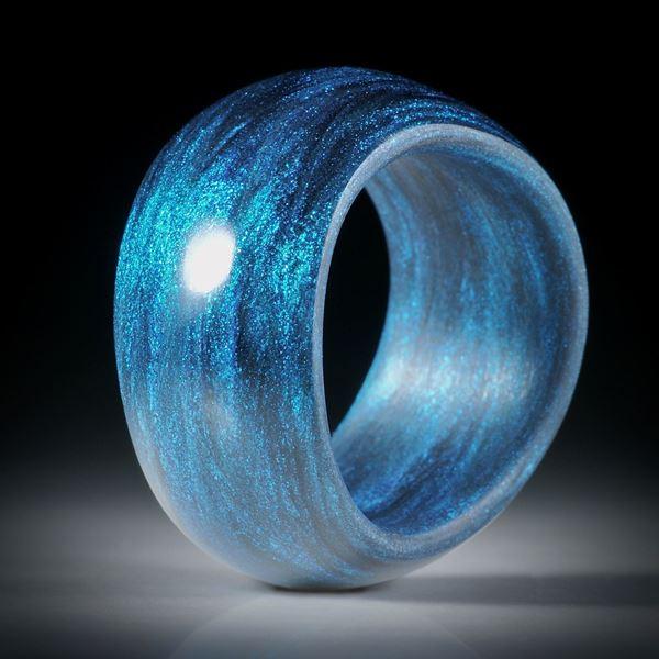 Glasfaser Fingerring Mira Türkis mit Anilinschwarz, geschwungene Form, bombiert mit gerundeter Innenkante, 12mm breit, Innendurchmesser 18.7mm