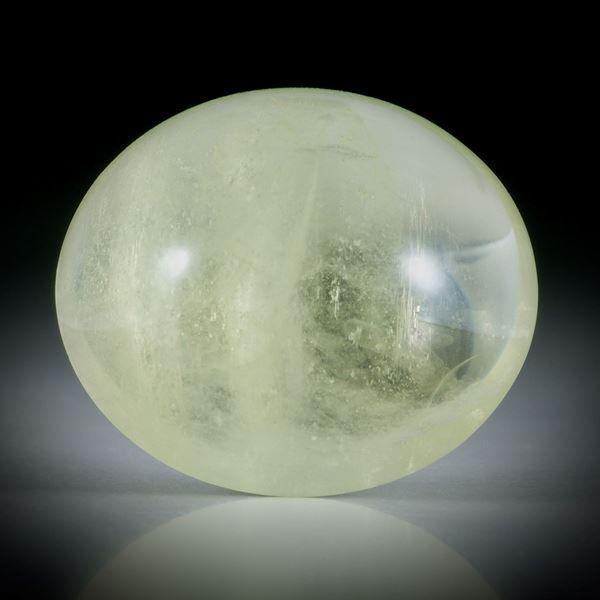 Goldberyll Cabochon 53.41ct.  mit leichtem Katzenaugen Effekt, ovale Form bombiert ca.28x24x13mm