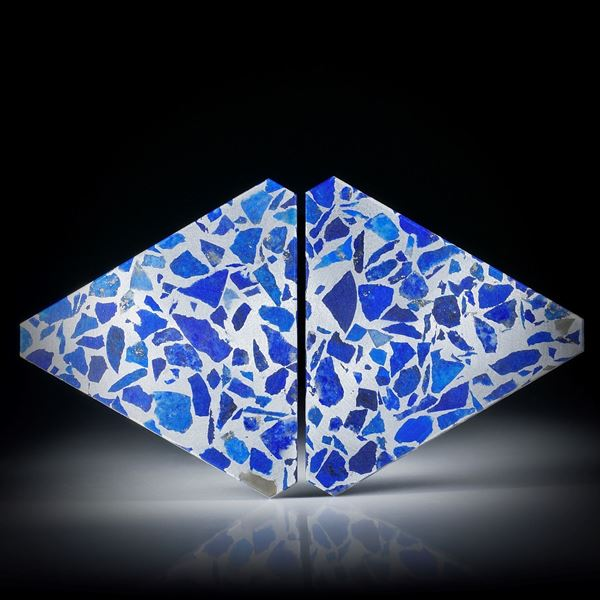 Lapislazuli in Alumatrix, Paar 54.05ct.  Dreieckformen plangeschliffen matt, je ca.40x34x3mm