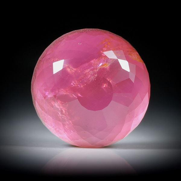 Turmalin mit Bergkristall doublettiert 37.35ct. unterlegt mit Perlmutter, runde Form mit facettierter Oberfläche ca.20.5x20.5x10.5mm