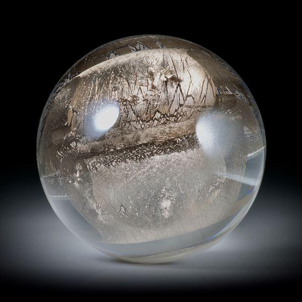 Platin in Glas eingeschmolzen 124.82ct. runder Cabochon, hoch bombiert und poliert ca.33x33x17.5mm