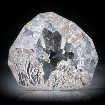 schweizer Bergkristall facettiert, 86.94ct. teilweise naturbelassene Kristallflächen, ca.31x28x18mm