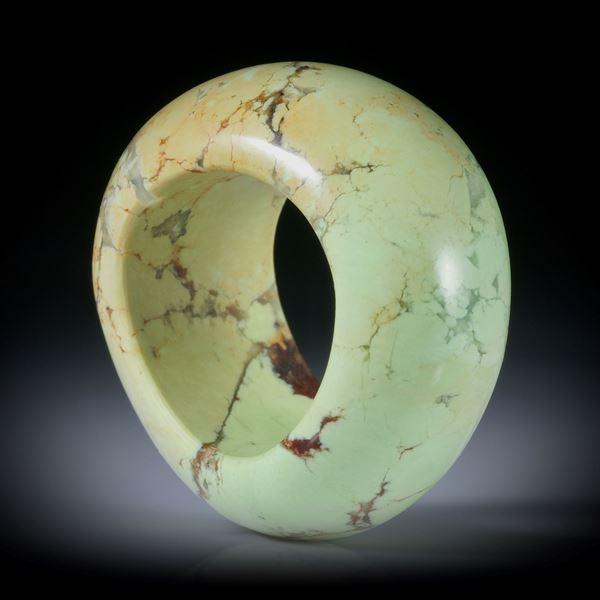 Steinring Zitronenchrysopras (Australien), geschwungene Form, bombiert und poliert, Breite 16mm, Innendurchmesser 18mm