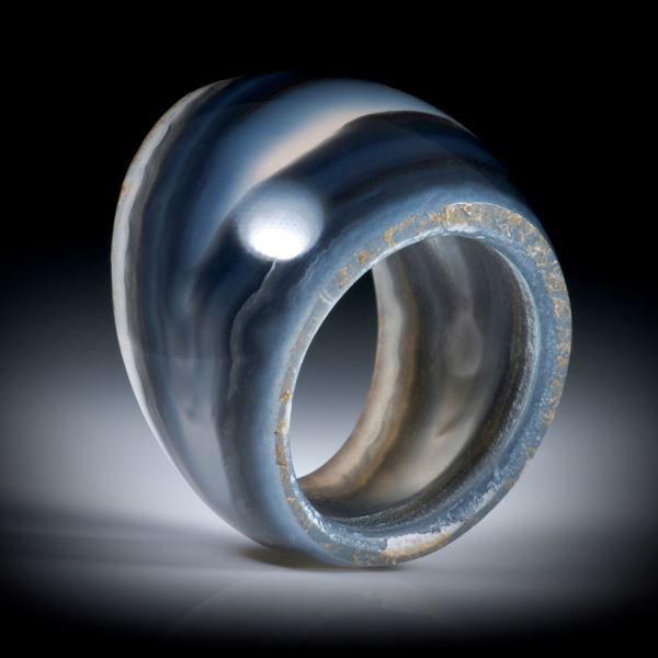 Steinring aus Polygonalachat, teilweise naturbelassen, im Verlauf geschliffen und poliert, Innendurchmesser 18mm