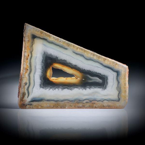 Polygonalachat, flache Scheibe mit naturbelassener Aussenform ca.55x43x3.5mm