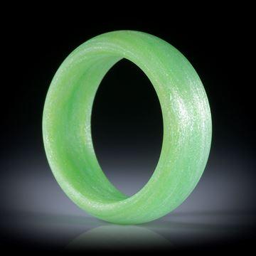 Fingerring aus Glasfaser hellgrün mit Mira Silber, parallele Form, aussen bombiert mit gerundeten Innenkanten, feinmatt, Breite 8mm, Innendurchmesser 18.1mm
