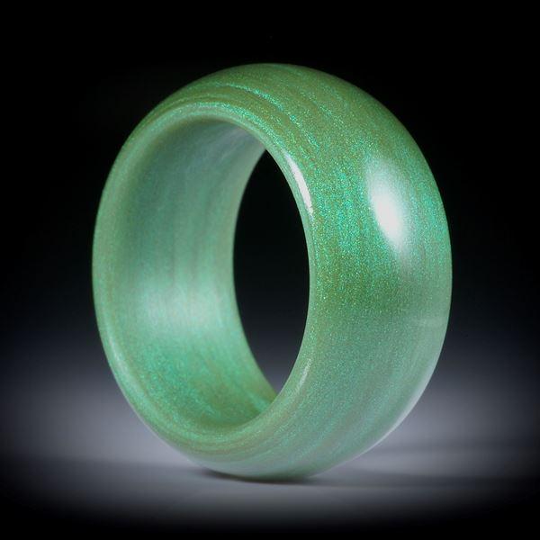 Fingerring aus Glasfaser Moosgrün, parallele Form, aussen bombiert mit gerundeten Innenkanten, poliert, Breite 11mm, Innendurchmesser 18.1mm