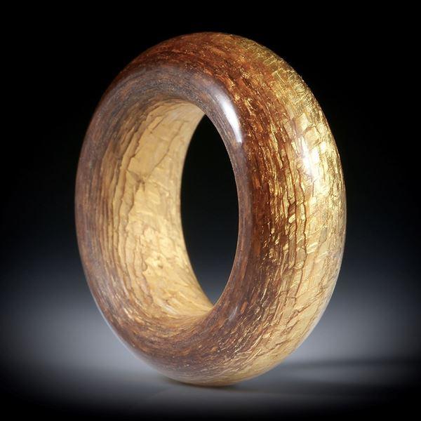 Glasfaser Ring mit Blattgold (23.75ct.), ovaler Querschnitt, Aussenseite poliert, Breite 11mm, Innendurchmesser 19.2mm