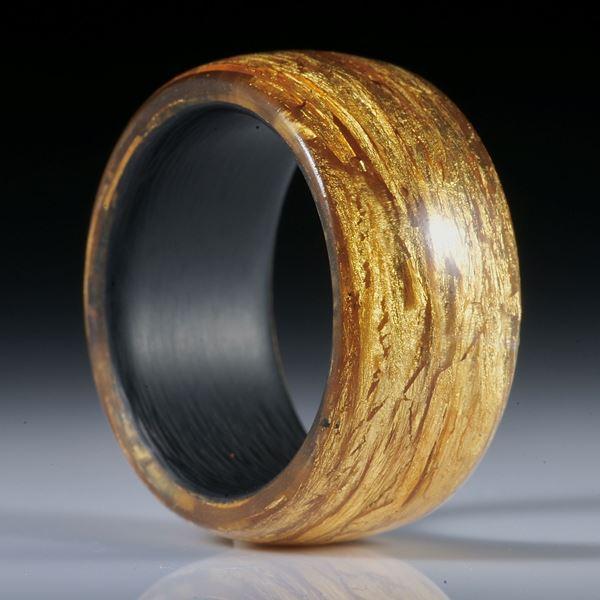 Glasfaser Ring mit Blattgold (23.75ct.), bombiert und poliert, mit Karbon Innenring, Breite 12mm, Innendurchmesser 20.1mm