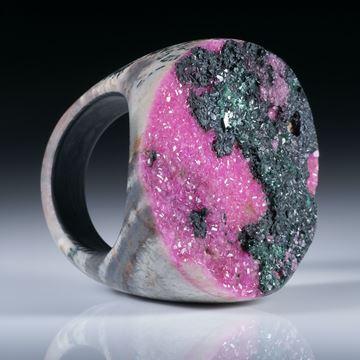 Edelsteinring Kobaltcalcit (Kongo), Tafelring mit naturbelassener Kristallfläche ca.33x31mm, mit Carbon Innenring, Innendurchmesser 18mm