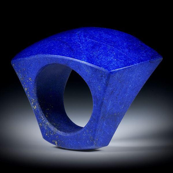 Edelsteinring Lapislazuli, Tafelring poliert, teilweise naturbelassen ca.38x30x25mm, Innendurchmesser 18.7mm