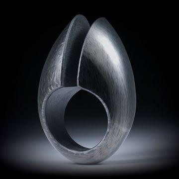 Carbon Fingerring, freie Form mit Spalt, nach unten schmaler werdend, poliert, Innendurchmesser 19.1mm